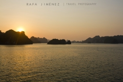 Atardecer en Bahía de Halong