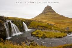 Kirkjufell (montaña) y Kirkjufellsfoss (cascada)
